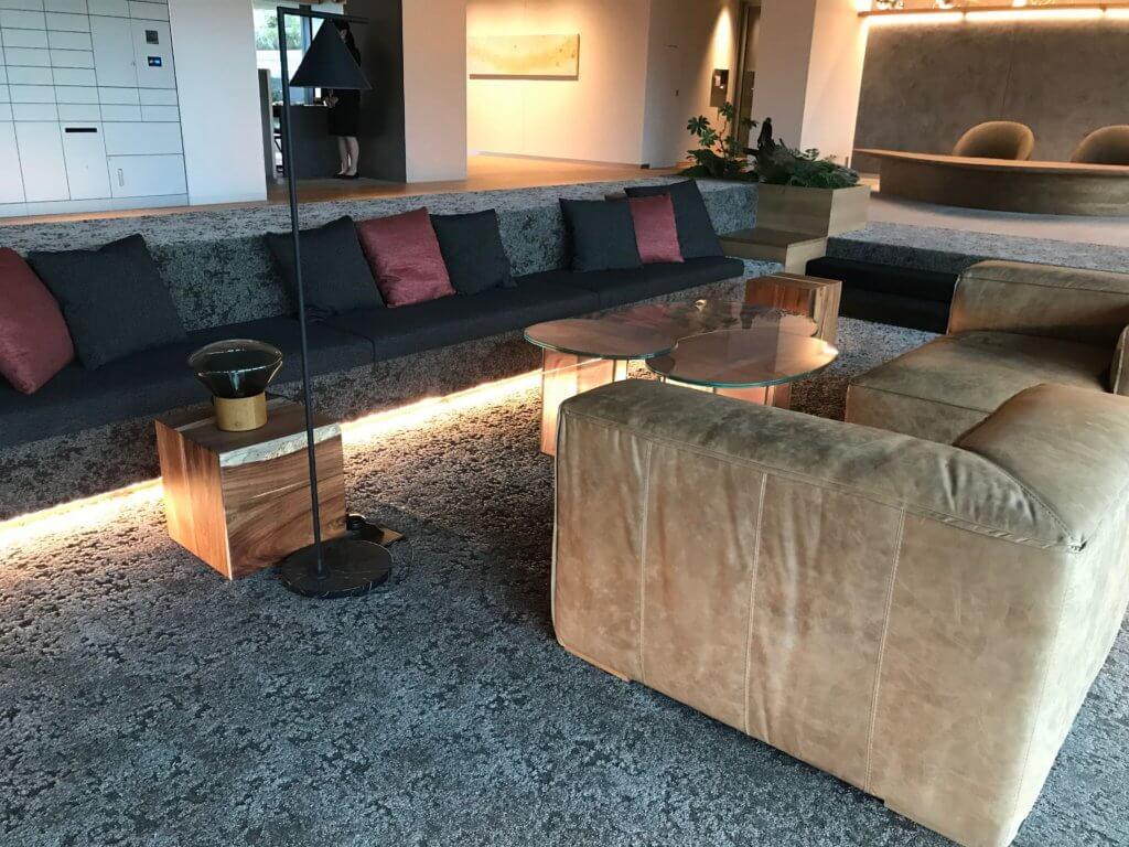 共有スペースにはふわふわのソファも!