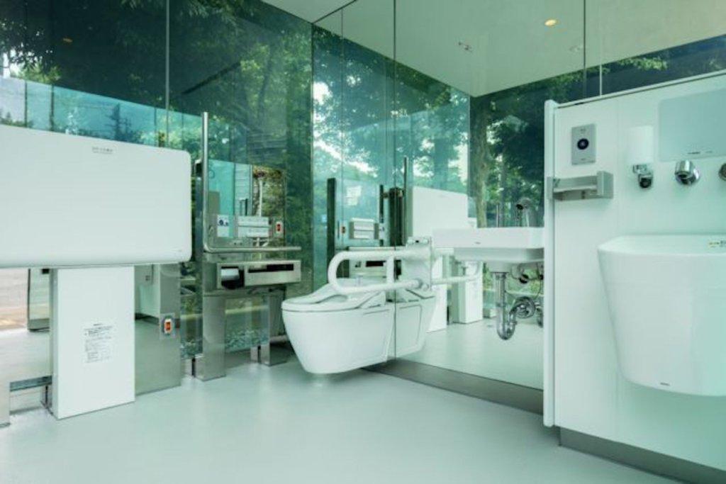 東京トイレプロジェクト、透けるトイレ