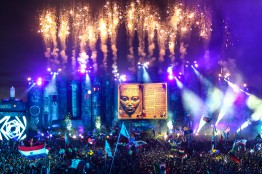 TMW13_TomorrowWorld_SAT_MainStage_Stage6_Fireworks_16-credit-Tomorrowland